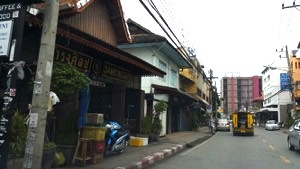 Wua Lai Road (Source: Komson Teeraparbwong)