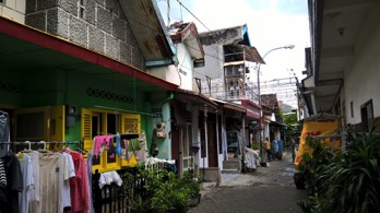 "An alleyway in Kampung Peneleh, with ""rumah jengki"" in the foreground (left) (Source: Rita Padawangi)"